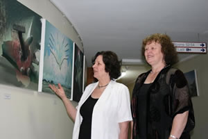 Photo of jennifer Phillips and Dr. Carolyn Broadbent taken by Lulu