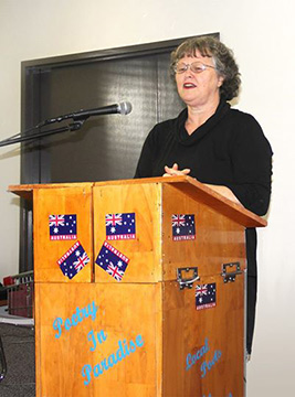 Jennifer Phillips sharing at the Poetry In Paradise Gold Coast meeting